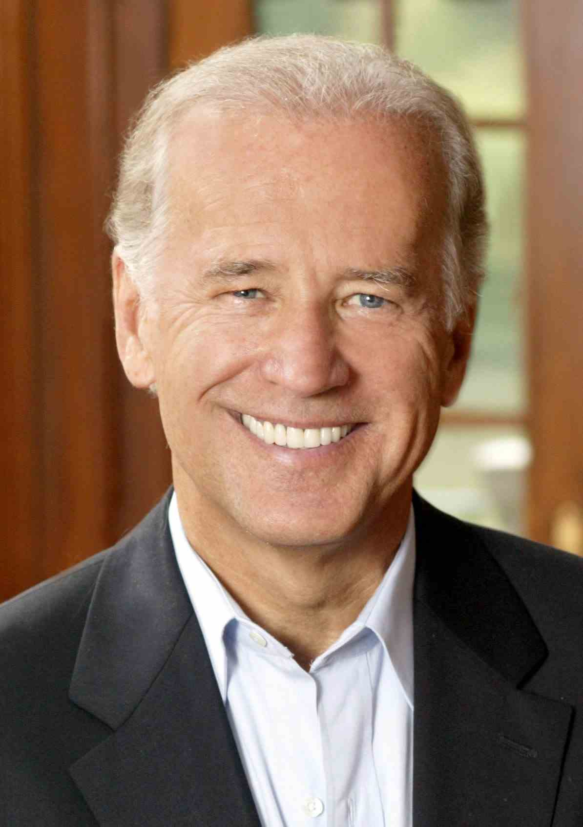2015-03-30 Joe_Biden,_official_photo_portrait_2-cropped