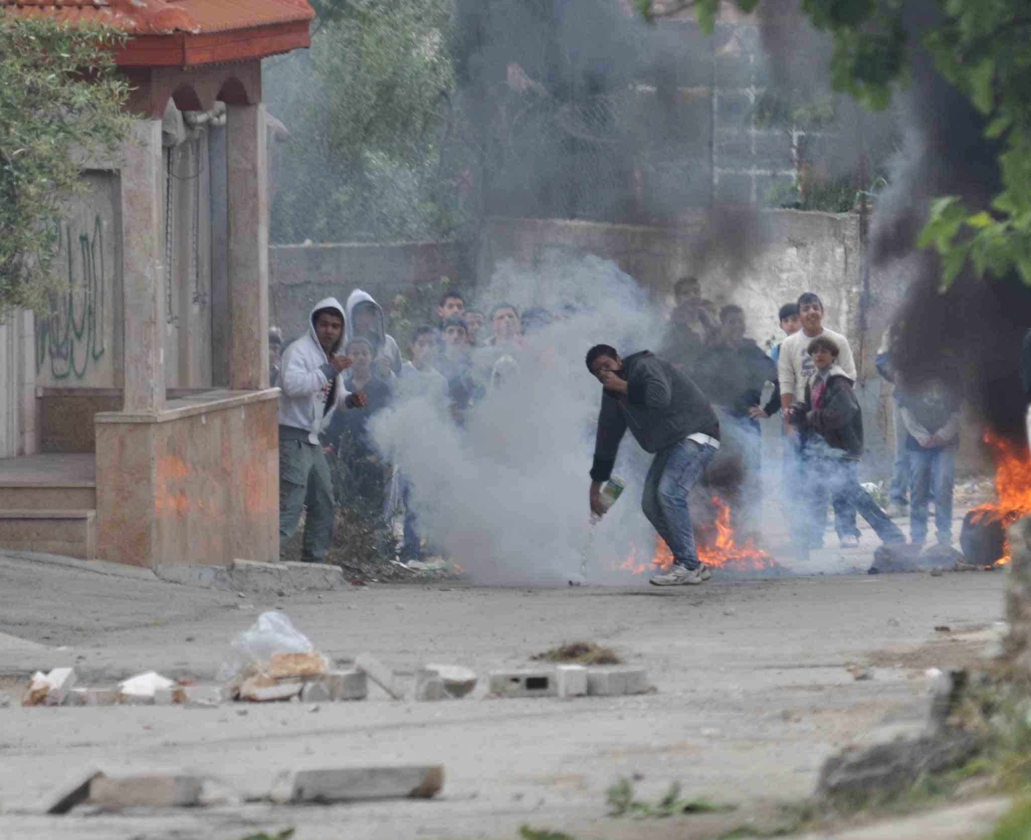 Flickr_-_Israel_Defense_Forces_-_Palestinian_Rioters_in_El-Arrub
