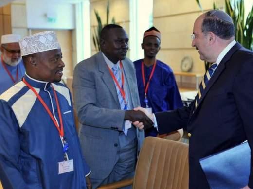 Moslimleider Sheikh Juma Ngao uit Kenia wil vrede met Israel