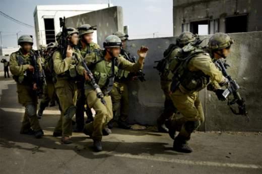 Israelische soldaten trainen om tegen de Islamitische terreurbeweging Hezbollah te vechten.