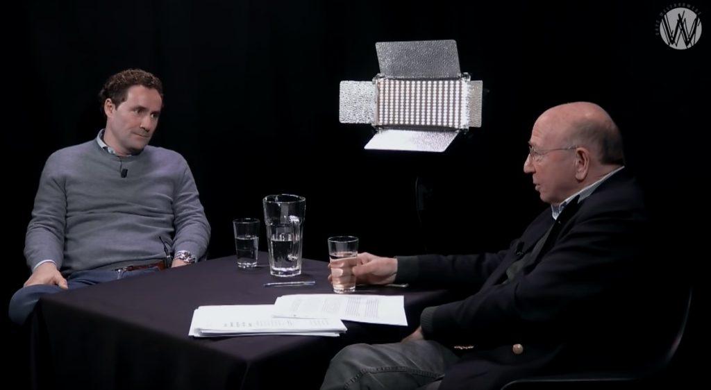 David Beesemer in gesprek met journalist Hans Knoop